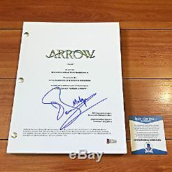 JOHN BARROWMAN SIGNED ARROW FULL 61 PAGE PILOT SCRIPT with BECKETT BAS COA