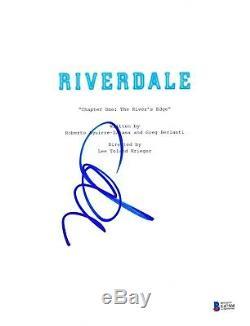 Madelaine Petsch Signed Riverdale Pilot Script Beckett Bas Autograph Auto