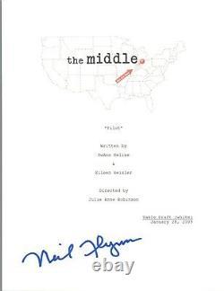 Neil Flynn Signed Autographed THE MIDDLE Pilot Episode Script COA