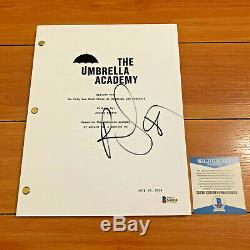ROBBIE SHEEHAN SIGNED THE UMBRELLA ACADEMY FULL PILOT SCRIPT with BECKETT BAS COA