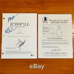 ROSSWELL NEW MEXICO SIGNED PILOT SCRIPT BY 3 CAST with BECKETT BAS COA