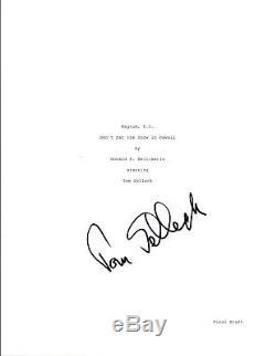 Tom Selleck Signed Autographed MAGNUM P. I. Pilot Episode Script COA VD